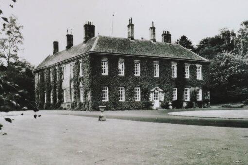 Etal Manor is built